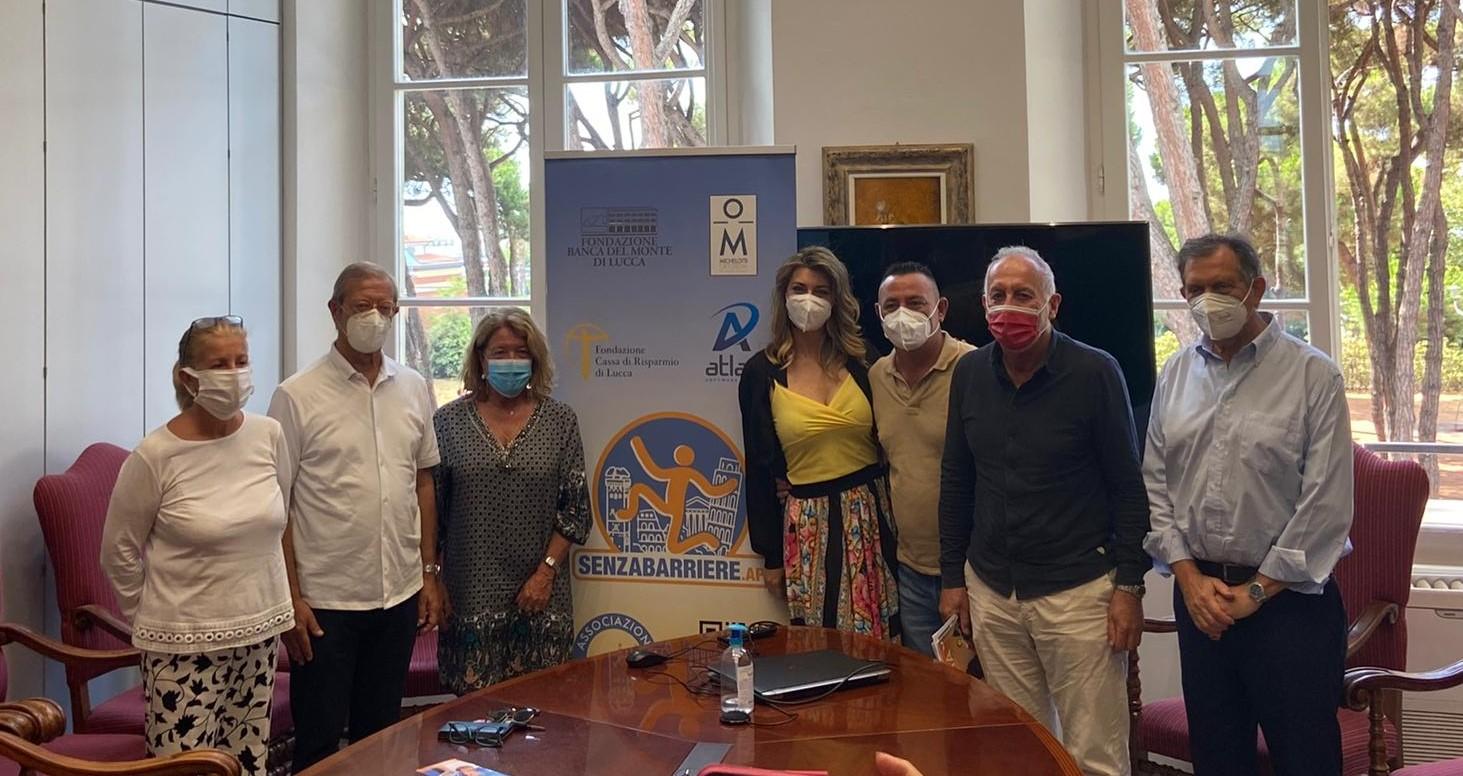 Foto di gruppo durante la conferenza stampa